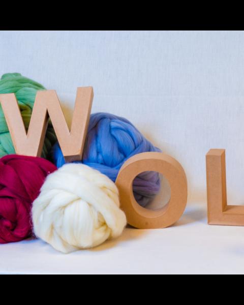 Merino lontwol biologisch in kleur voor XXL breien, vilten en spinnen.