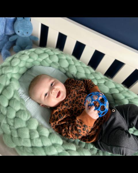 DIY Babykrib met lontwol in kleur