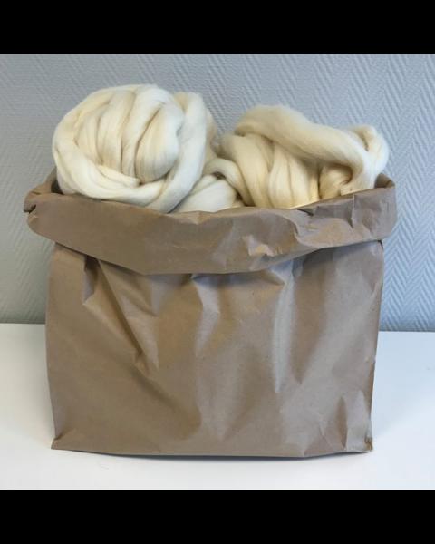 Zak met 3 kilo Lontwol Ivory (woondeken/plaid)